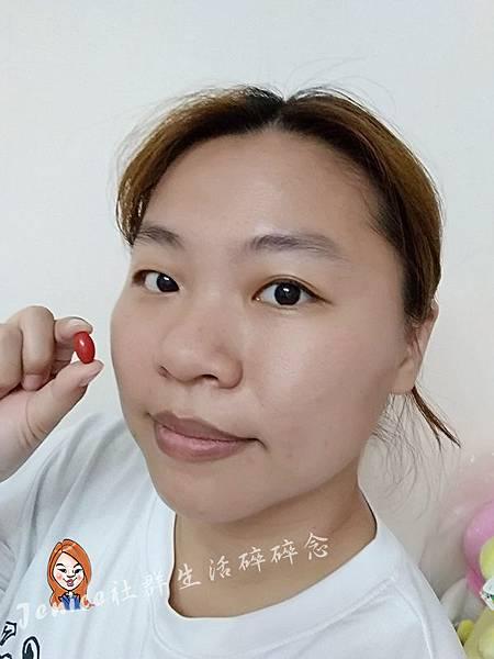 DrLutein的Kemin葉黃素純素液態軟膠囊_食用照.jpg