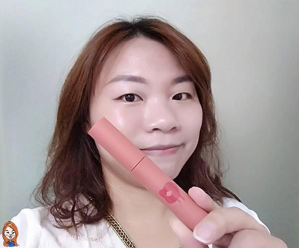 BLANBLVN的3D乳霜光澤唇釉與五色修片皇后粉霜-14.jpg