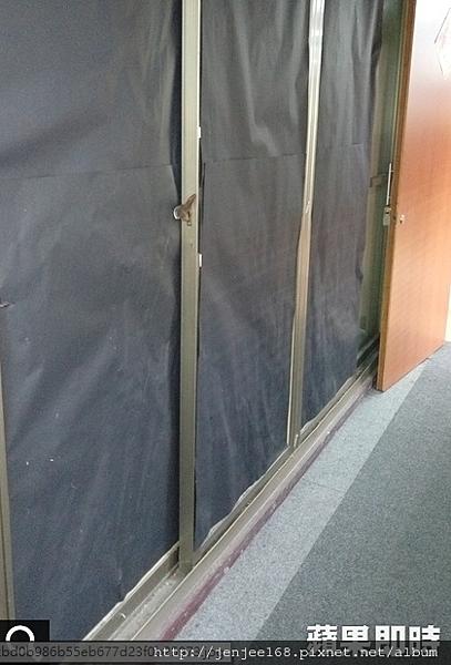 賭場窗戶以黑色西卡紙貼住,南投監視器材料,南投監視器安裝,南投監視器廠商
