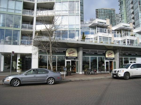 Bojang;es cafe Yaletown
