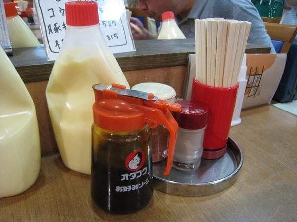 好大罐的美乃滋和醬油