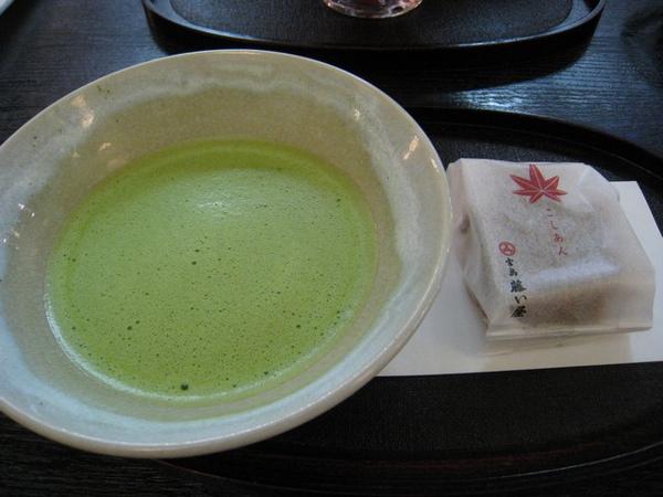 歐巴桑點的抹茶及紅葉饅頭