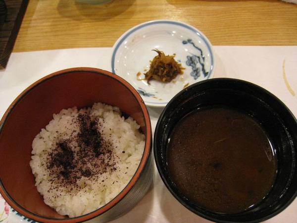 世界級鹹的味噌湯和好奇怪的飯