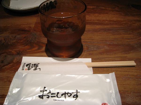 吃拉麵一定要配冰的麥茶