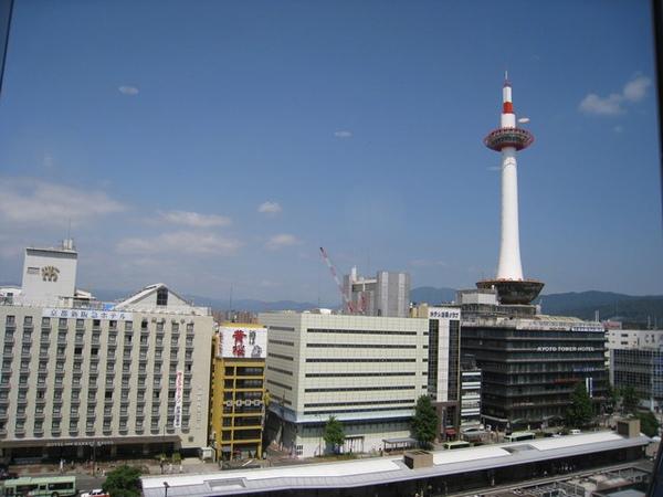 去京都車站伊勢丹百貨六樓茶寮都路里吃甜點,從座位看出去的風景