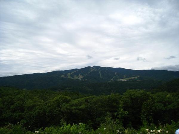 對面是滑雪場