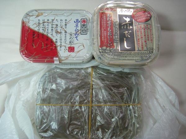 下面是日本好友做的味噌,上面是他送的味噌