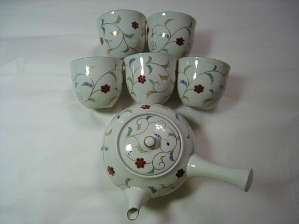 好可愛的茶壺和杯子