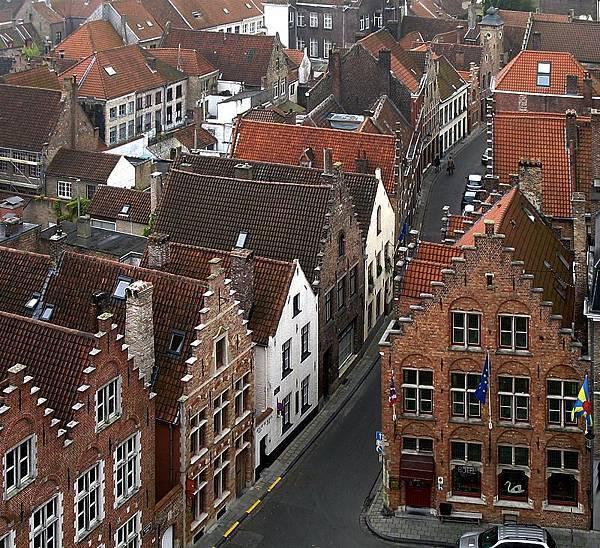 800px-Roofs_of_Bruges_01-1.jpg