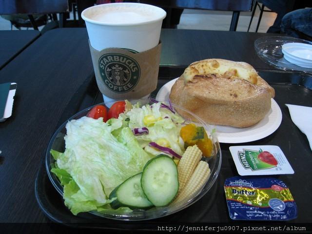 在桃園機場的星巴克早餐