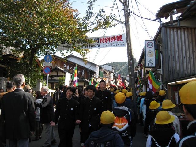 人山人海的日本學生