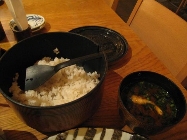 一大碗的白飯和味噌湯