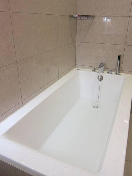 泡澡用品推薦 Canus 山羊奶 泡澡精華 (2)