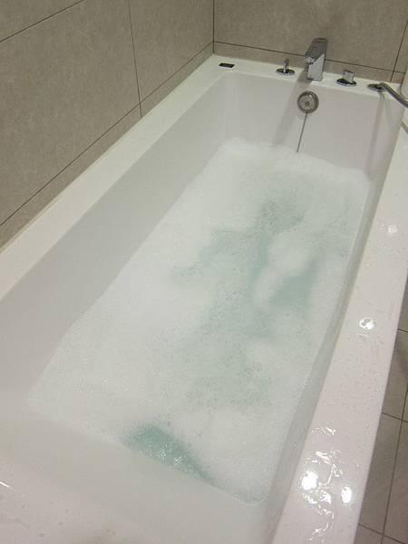 泡澡用品推薦 Canus 山羊奶 泡澡精華 (7)