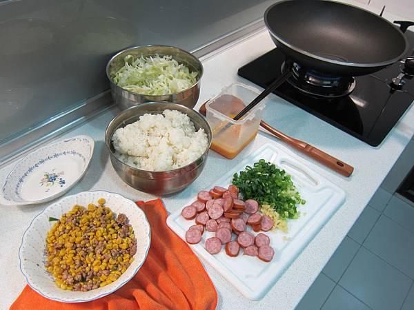 玉米粒炒絞肉 香腸玉米蛋炒飯 (20)