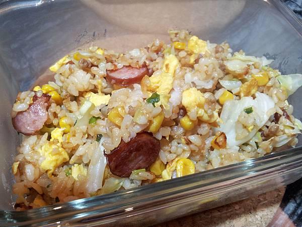 玉米粒炒絞肉 香腸玉米蛋炒飯 (5)