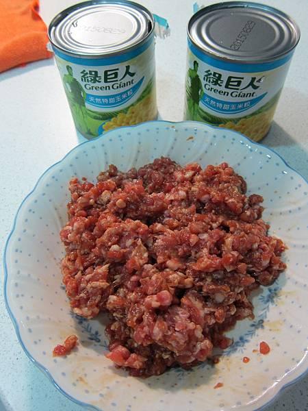 玉米粒炒絞肉 香腸玉米蛋炒飯 (8)