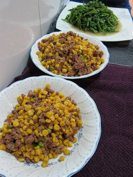 玉米粒炒絞肉 香腸玉米蛋炒飯 (19)