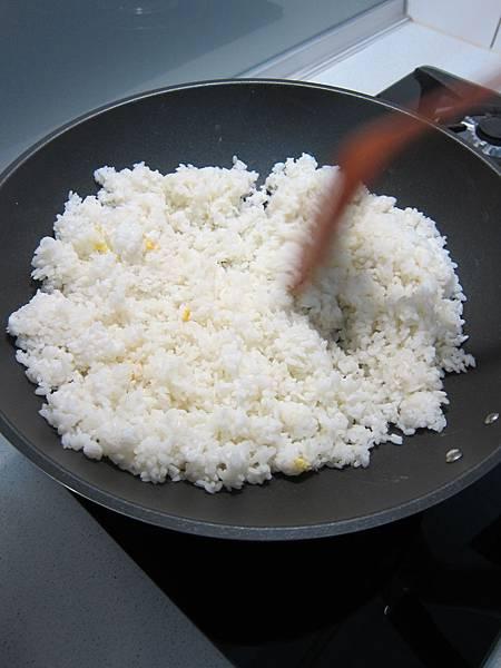 玉米粒炒絞肉 香腸玉米蛋炒飯 (27)