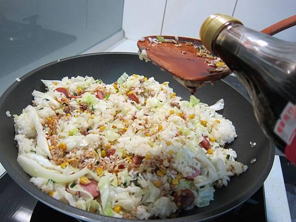 玉米粒炒絞肉 香腸玉米蛋炒飯 (40)