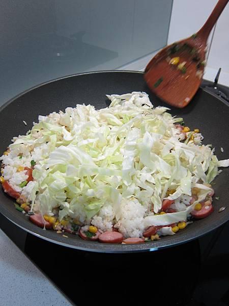 玉米粒炒絞肉 香腸玉米蛋炒飯 (36)