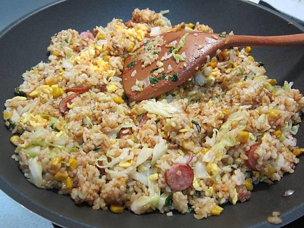 玉米粒炒絞肉 香腸玉米蛋炒飯 (49)