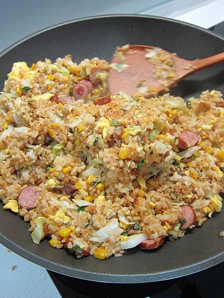 玉米粒炒絞肉 香腸玉米蛋炒飯 (50)