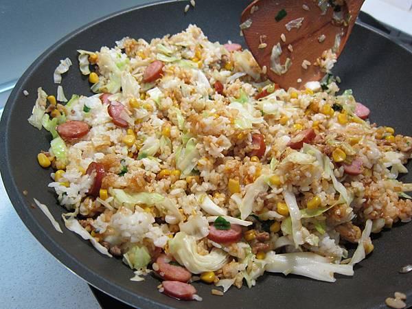 玉米粒炒絞肉 香腸玉米蛋炒飯 (42)