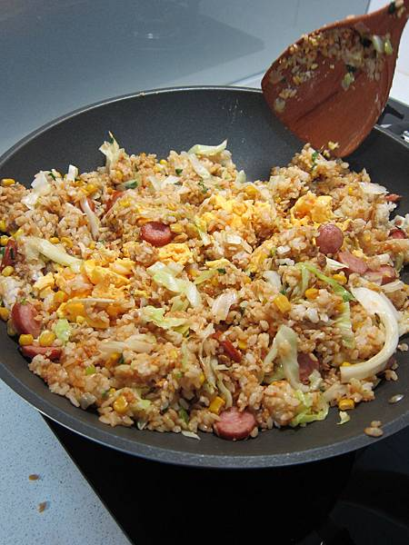 玉米粒炒絞肉 香腸玉米蛋炒飯 (48)
