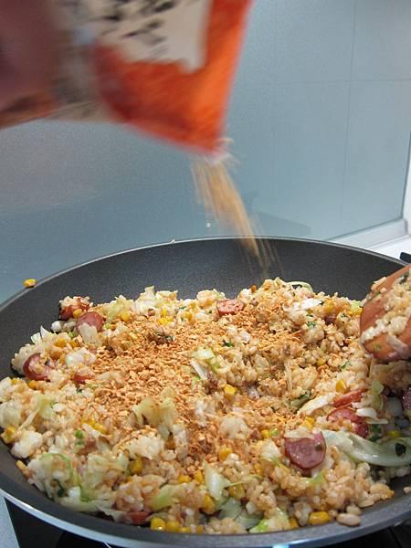 玉米粒炒絞肉 香腸玉米蛋炒飯 (45)