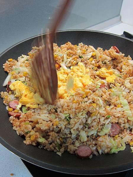 玉米粒炒絞肉 香腸玉米蛋炒飯 (47)
