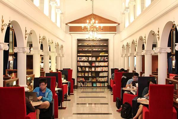 Moooon River Cafe & Books (1)