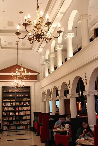 Moooon River Cafe & Books (4)