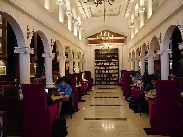 Moooon River Cafe & Books (2)