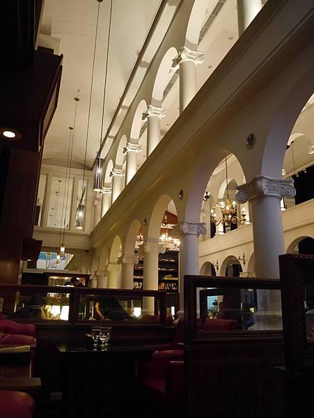 Moooon River Cafe & Books (5)