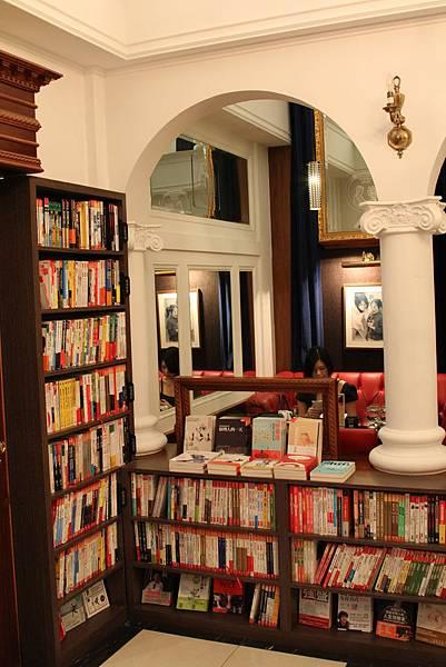 Moooon River Cafe & Books (10)