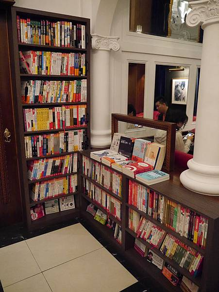 Moooon River Cafe & Books (11)