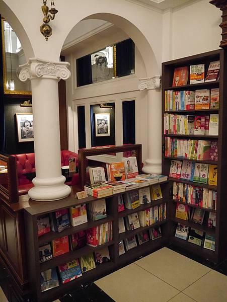 Moooon River Cafe & Books (12)