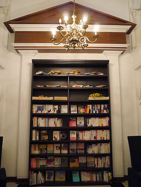 Moooon River Cafe & Books (14)