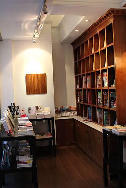 Moooon River Cafe & Books (18)