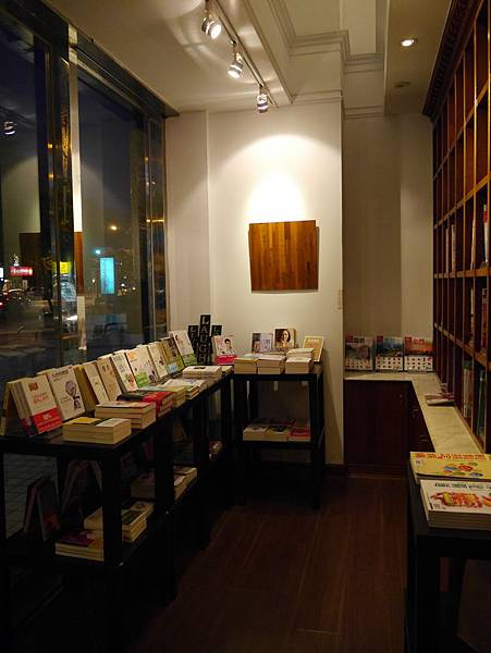 Moooon River Cafe & Books (19)