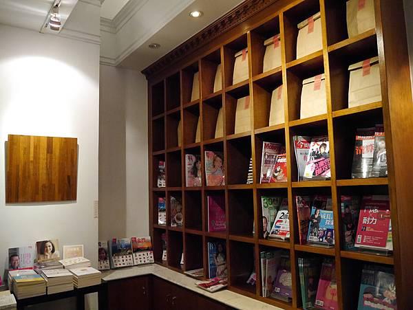 Moooon River Cafe & Books (20)