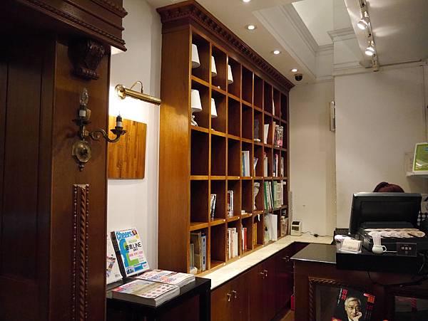 Moooon River Cafe & Books (22)