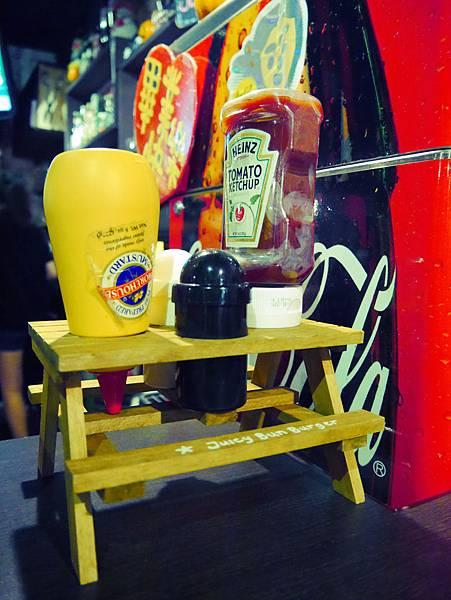 Juicy Bun Burger (11)