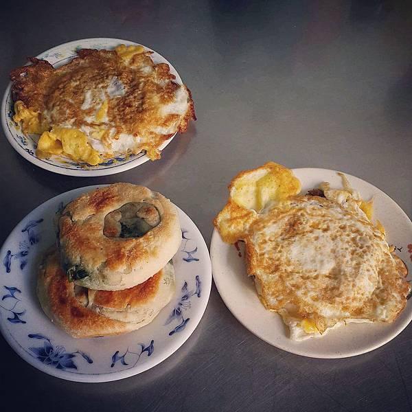 周家豆漿蔥油餅  基隆中正公園龍貓公車2
