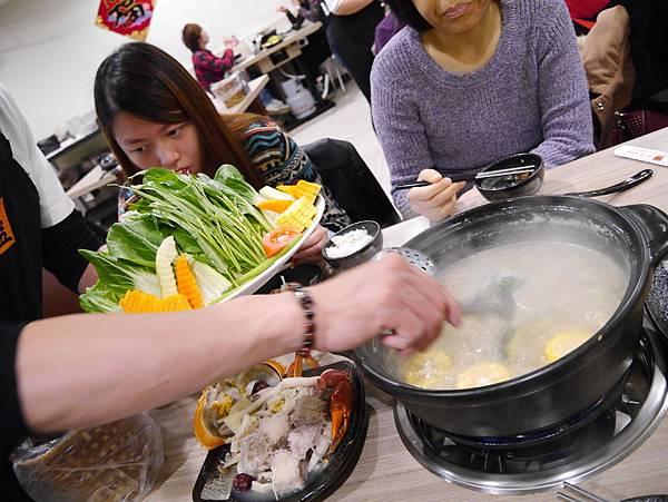 十二籃粥火鍋逸仙店 (41)