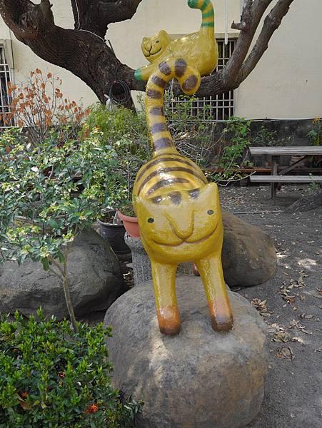 4雲林頂溪貓彩繪村 屋頂上的貓 (25)