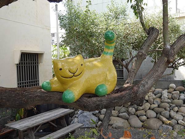 4雲林頂溪貓彩繪村 屋頂上的貓 (26)