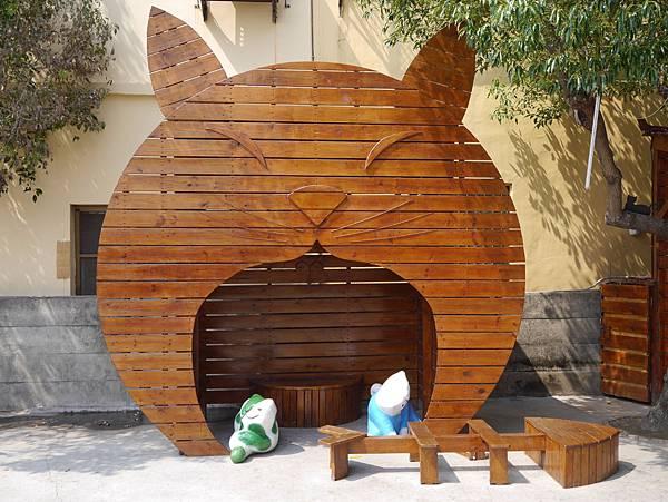 4雲林頂溪貓彩繪村 屋頂上的貓 (29)