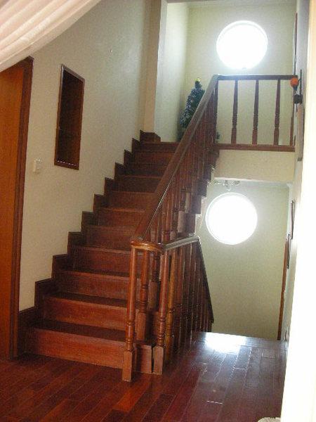 二樓到三樓的樓梯